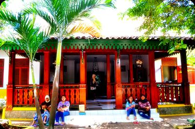 Rumah Kebaya Adat Jakarta