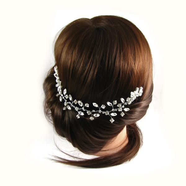 Niskie upięcie włosów na ślub.