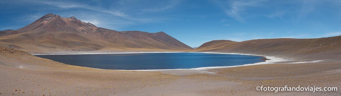 Lagunas altiplanicas Miñiques, desierto de Atacama en Chile