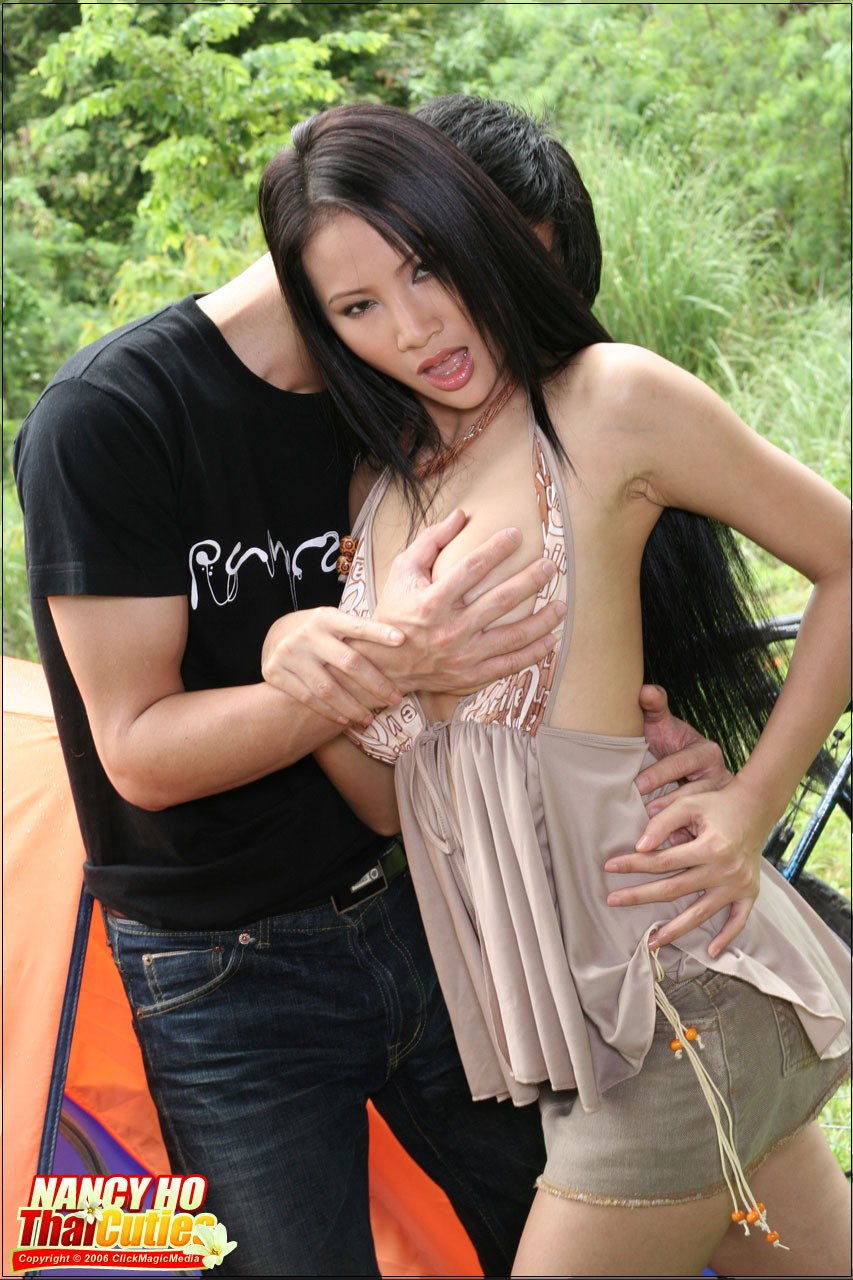 Hot girl mặc quần 5cm khoe chân dài trắng xinh || BaoBua.Com