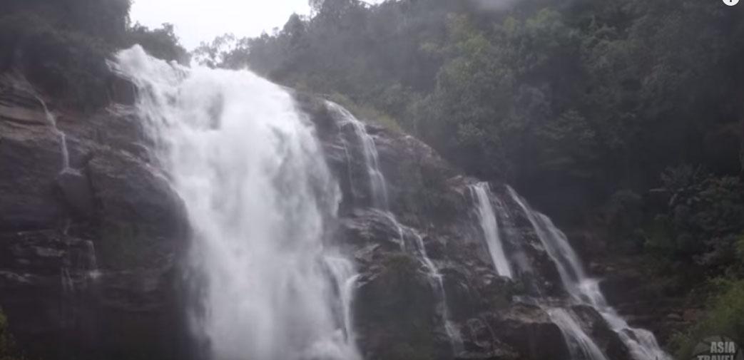 Πανέμορφος καταρράκτης στην Βόρεια Ταϊλάνδη (VIDEO)