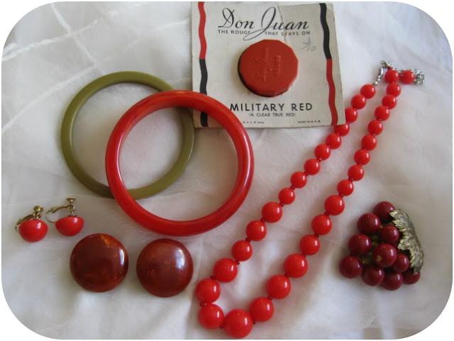 vintage bakelite jewelry, deastock vintage makeup