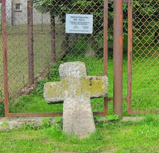 Krzyż pokutny w Bukowcu z XIV-XVI wieku.