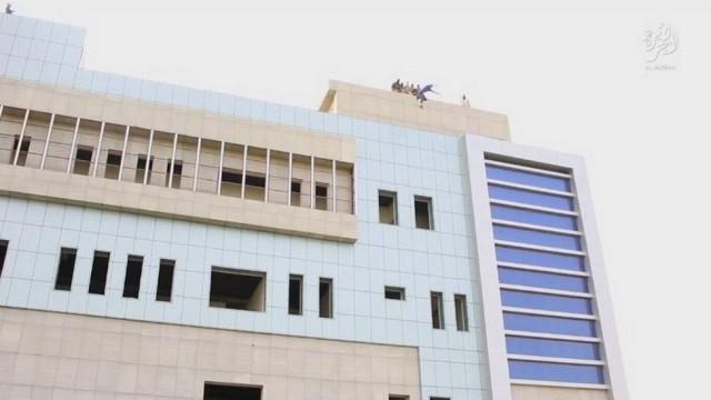Mais uma vez: Estado Islâmico atira gay do alto de prédio no Iraque