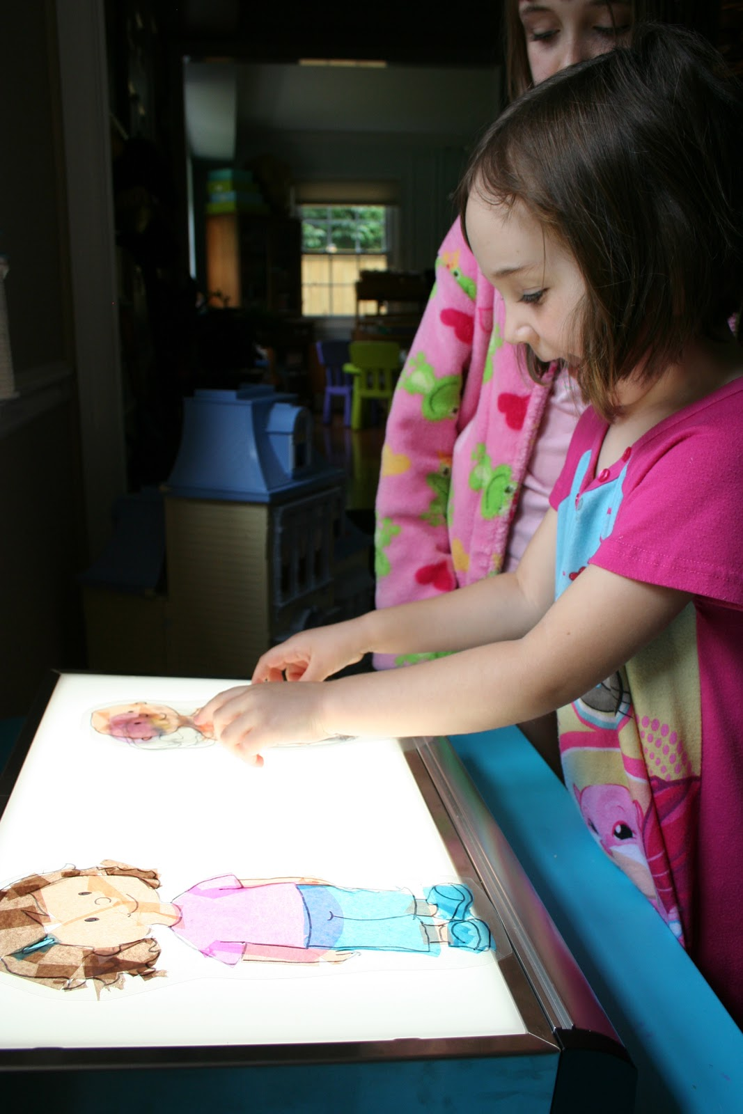 My Old Artists Light Table Is A Favorite Playroom Toy In Our House Homemade Mother Day Crafts For Preschoolers