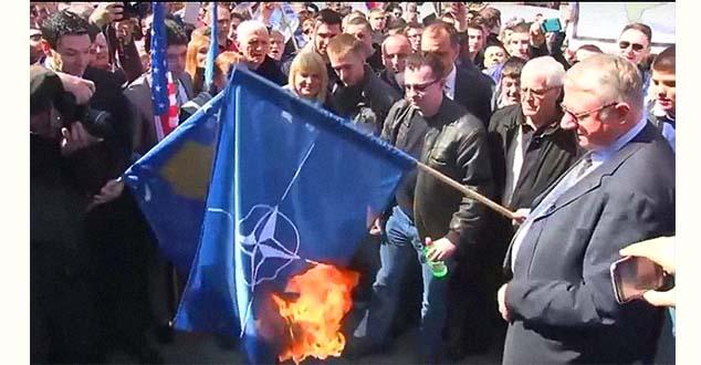 Шешељ није био а Анти-НАТО протесту јер прижељкује коалицију са СНС? (ВИДЕО)