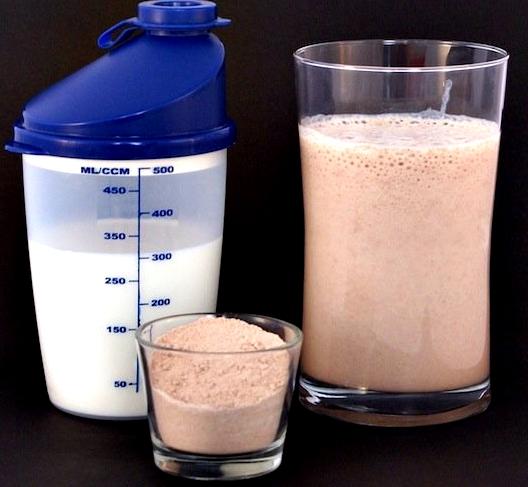 Batido proteína licuar en agua mejor