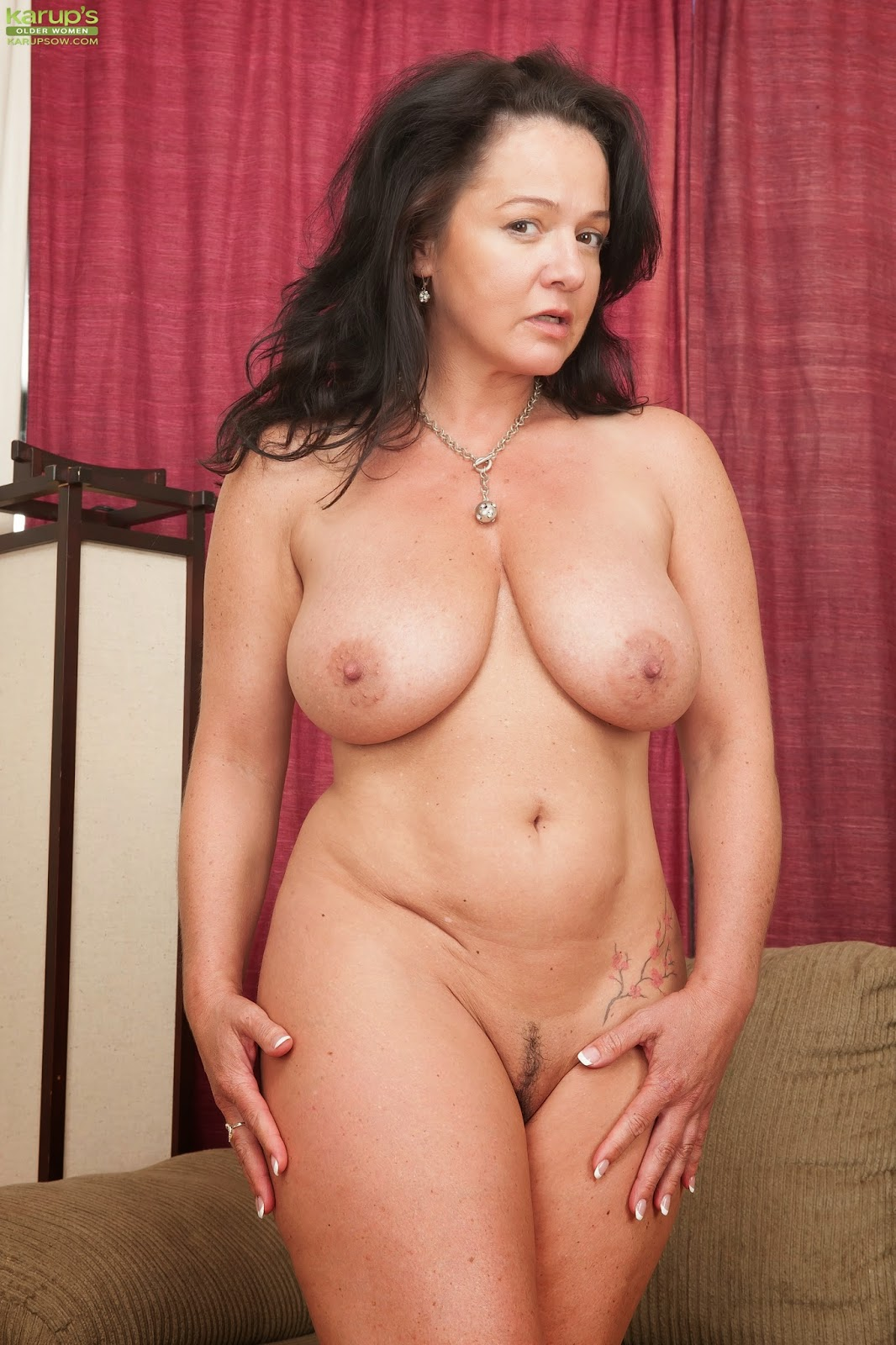 Busty milf alesia pleasure is blowing a guy she just met 9