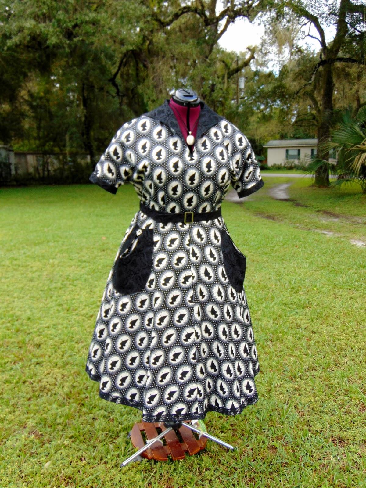 The Antique Sewist: Butterick B6055 - Halloween Inspired Day Dress
