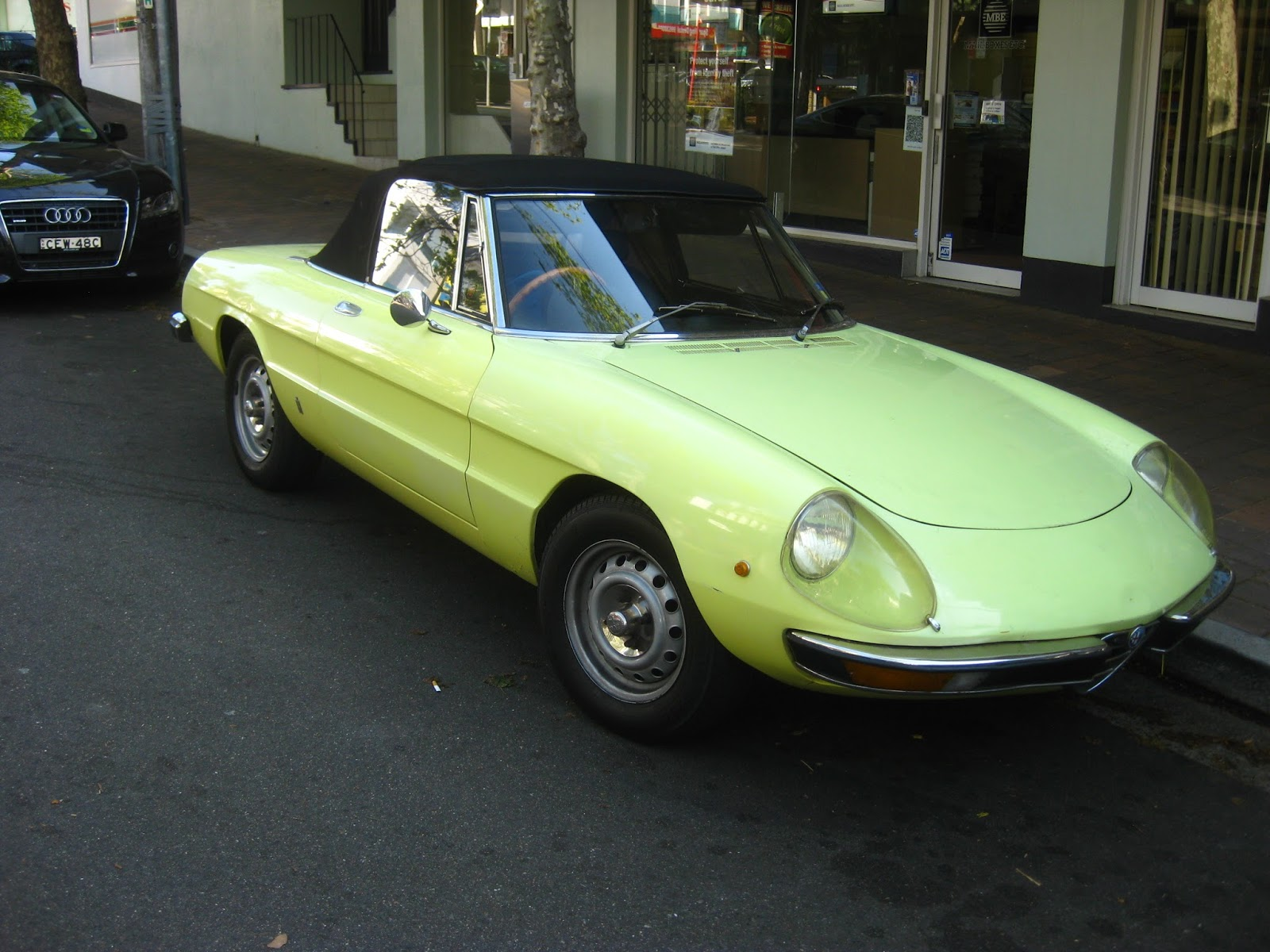 aussie old parked cars 1974 alfa romeo 2000 spider veloce. Black Bedroom Furniture Sets. Home Design Ideas