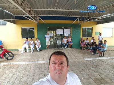 Funcionários e Médicos protestam por falta de pagamento em frente ao único hospital de Araioses