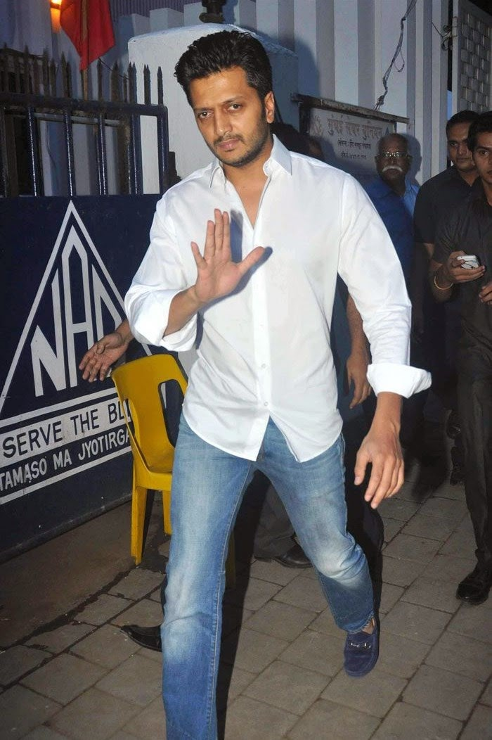 Ritesh Deshmukh, Pics from Condolence Meeting of Late Filmmaker Ravi Chopra