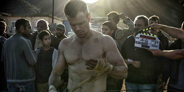 Damon a punto de empezar una de las peleas callejeras a las que se dedica ahora