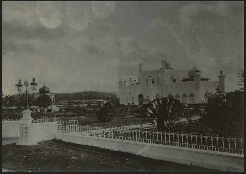 Wisata Sejarah Istana Kerajaan Siak Sri Indrapura Riaumagz
