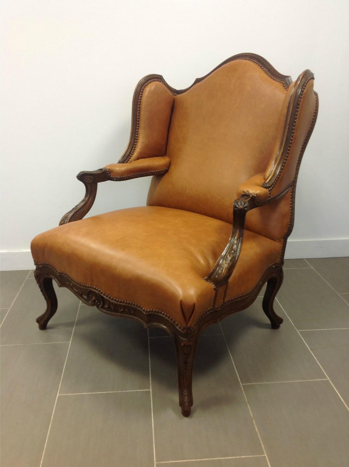 grand fauteuil oreilles en cuir. Black Bedroom Furniture Sets. Home Design Ideas