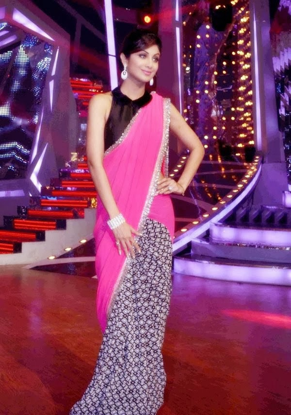 Shilpa Shetty In Half Pink Saree At Nach Baliye