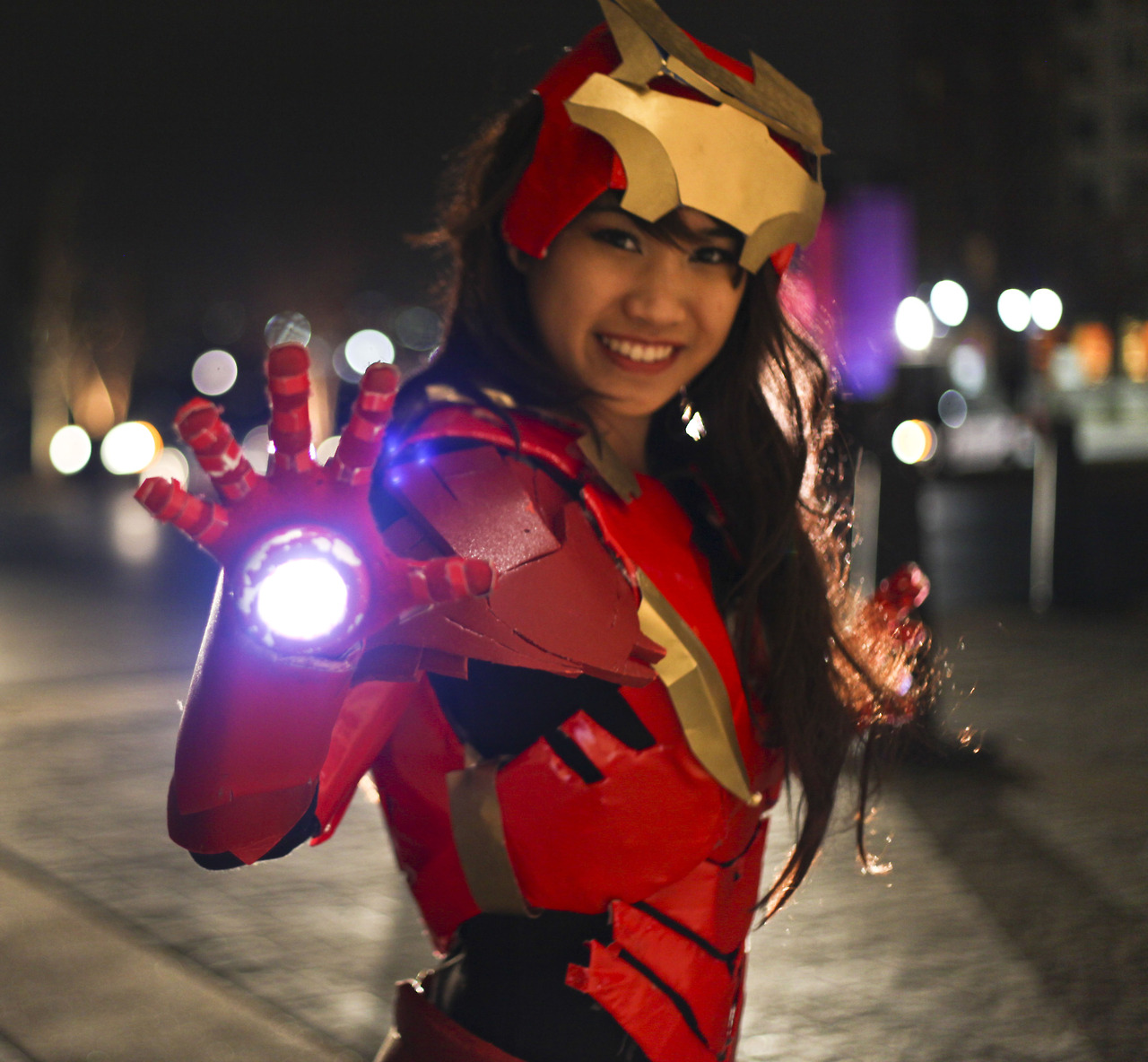 Farbots: Asian Girl Iron Man Cosplay, whoa!