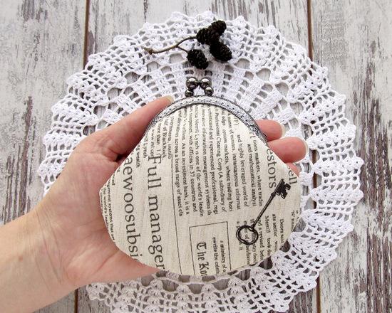 retro newspaper coin purse, кошелек в ретро стиле