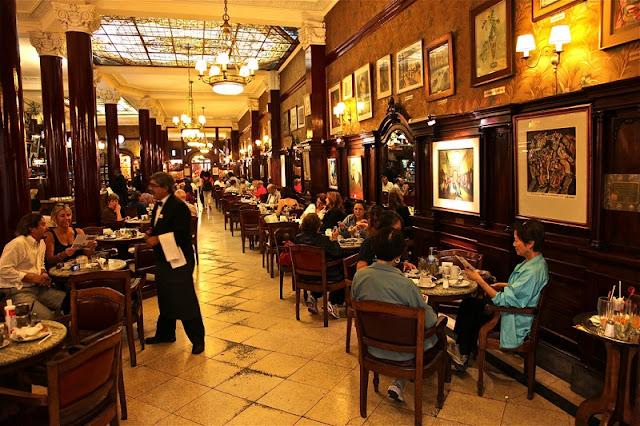 Restaurante Café Tortoni no centro de Buenos Aires
