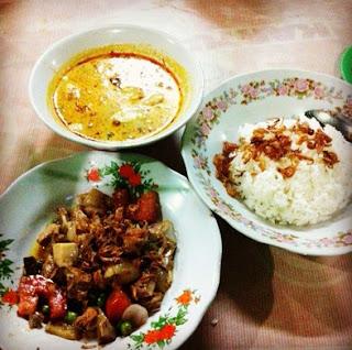 http://www.teluklove.com/2017/04/pesona-kenikmatan-wisata-kuliner-soto.html