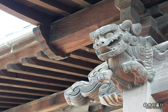 lion sculpté