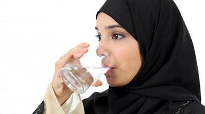 Konsumsi Air Putih Buang Racun Berbahaya Dari Saluran Pencernaan