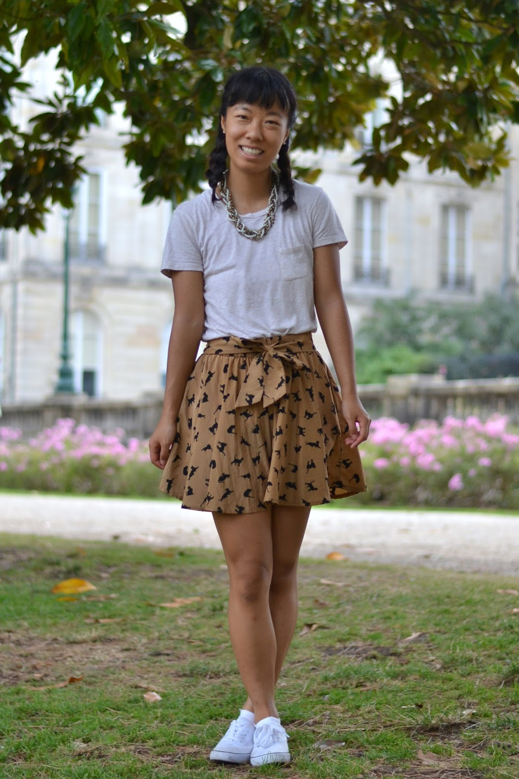 cat skirt outfit, study abroad france outfit, college style