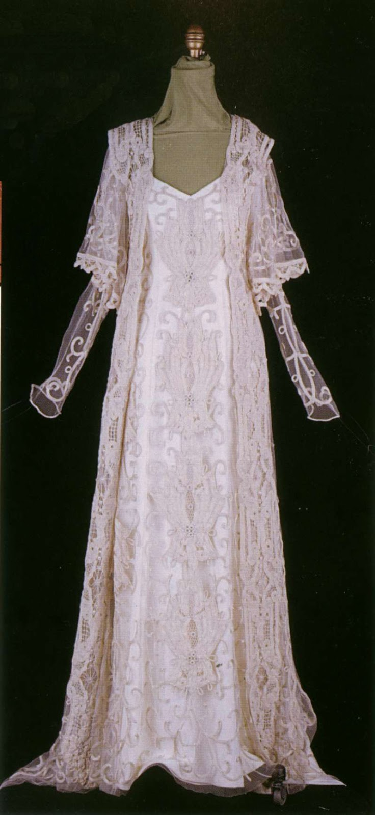 A look into Star Wars: Padme's dresses. Part X