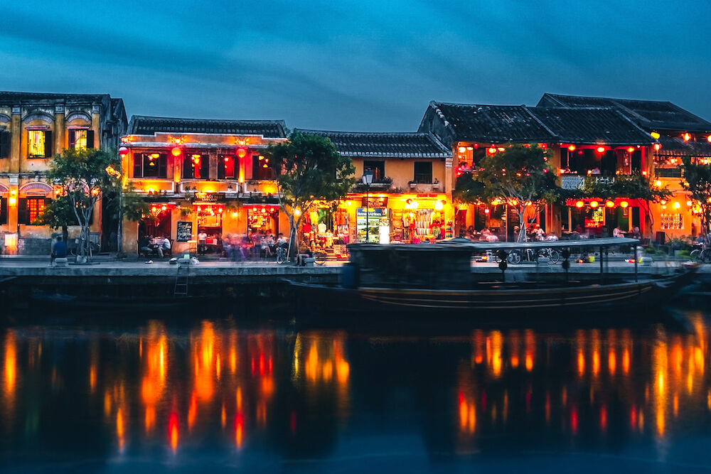 hoi an ancient town river at night