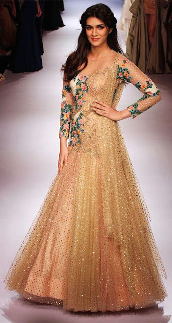Kriti Sanon Bollywood Actress And Model walks the ramp in a beautiful dress at the LFW 2015 event.