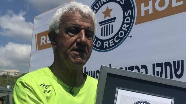 Portero israelí obtiene récord como el futbolista más longevo del mundo