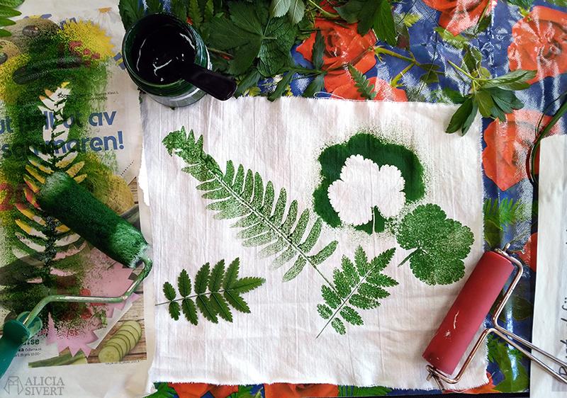 aliciasivert alicia sivertsson alicia sivert växttryck växt tryck trycka med växter blommor blad löv gräs natur naturmaterial kurs textil bild och form textilt bildskapande textilkonst hantverk skapa skapande kreativitet