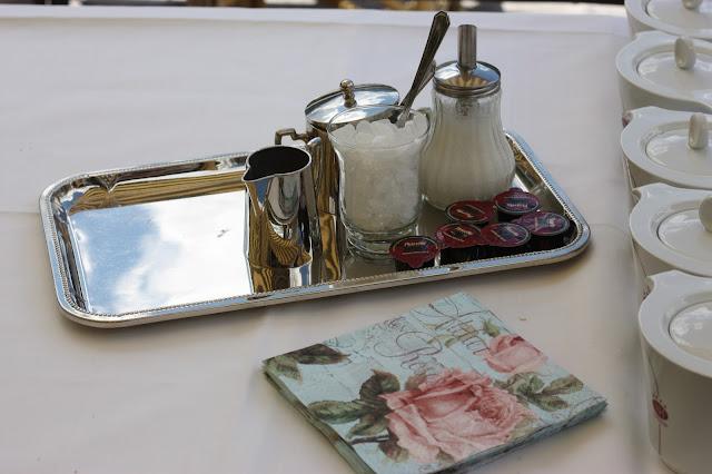 Tea bar - Birdcage vintage wedding - Irish wedding in Bavaria, Riessersee Hotel Garmisch-Partenkirchen, wedding venue abroad