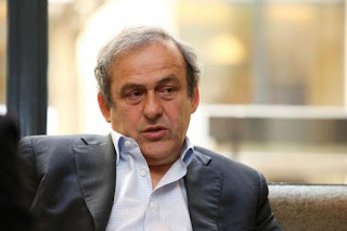 Michel Platini démissionne de l'UEFA.