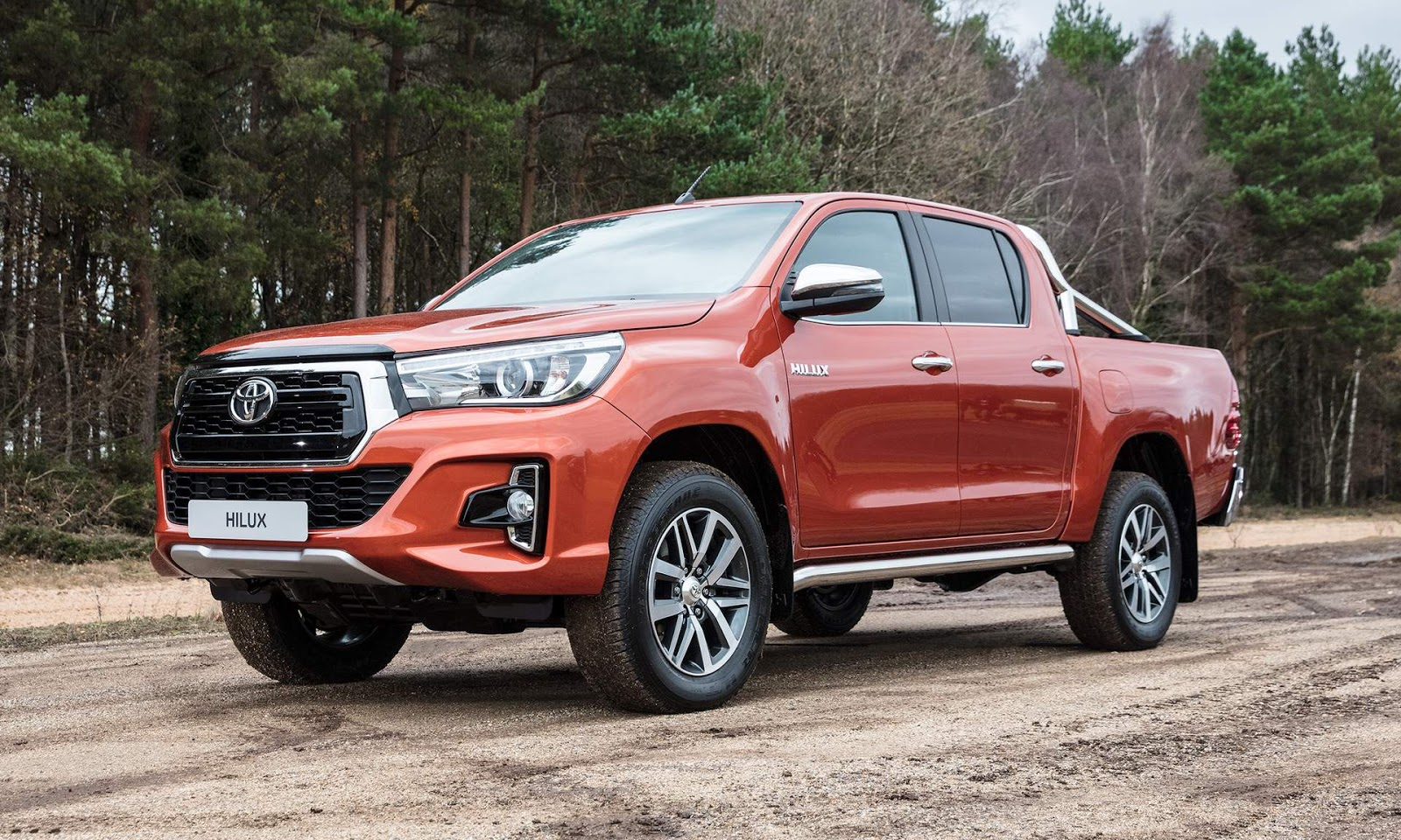 toyota hilux 2019 ganha atualiza o na europa fotos car blog br. Black Bedroom Furniture Sets. Home Design Ideas