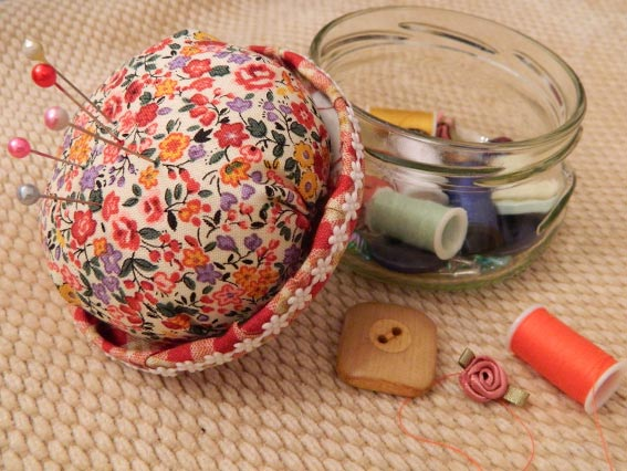 Enthused Monkey: Crafty DIY : Pin Cushion Jar