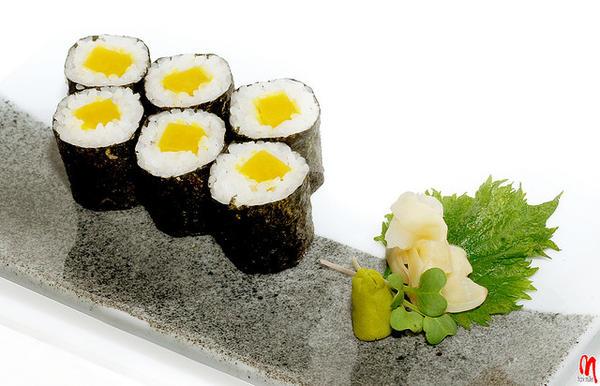 ข้าวห่อสาหร่ายไส้หัวผักกาดดอง (Daikon Oshinko Maki)