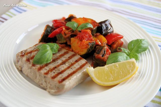 Stek z tuńczyka z ratatouille
