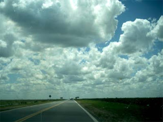 Fot de nubes tomada por la carretera