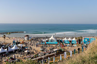 0 Line up and crowd at Kontiki Beach Seat Pro Netanya pres by Reef foto WSL Laurent Masurel