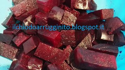 Come cuocere e sbucciare le barbabietole (rape rosse) e non sporcare?