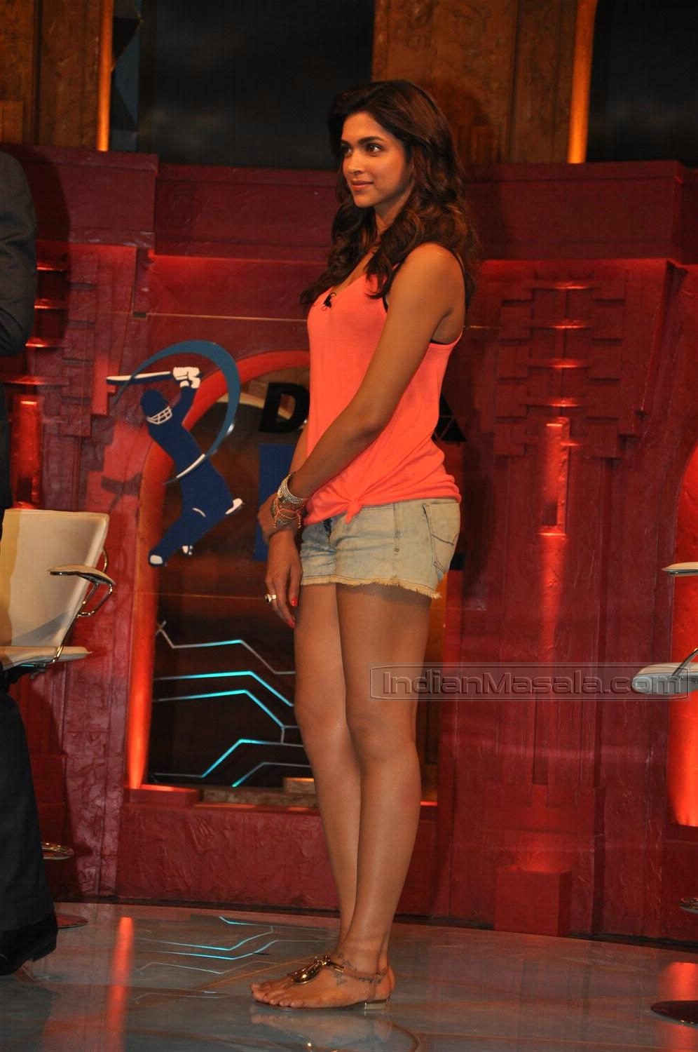 deepika padukone hot in shorts
