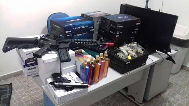 PRF apreende arma ilegal  e receptores desbloqueados de TV por assinatura na Régis Bitencourt