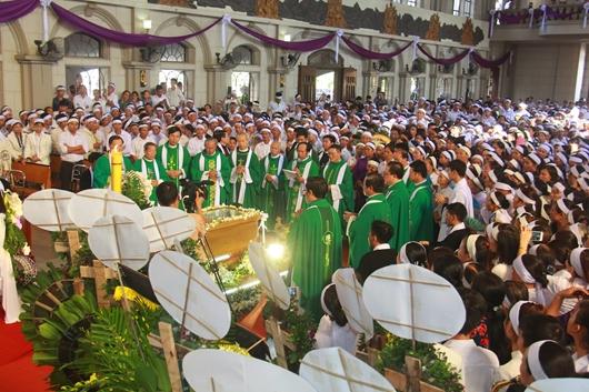 Ngày thứ Ba: Kính viếng và cầu nguyện cho Đức cha Phanxicô Xaviê Nguyễn Văn Sang - Ảnh minh hoạ 42