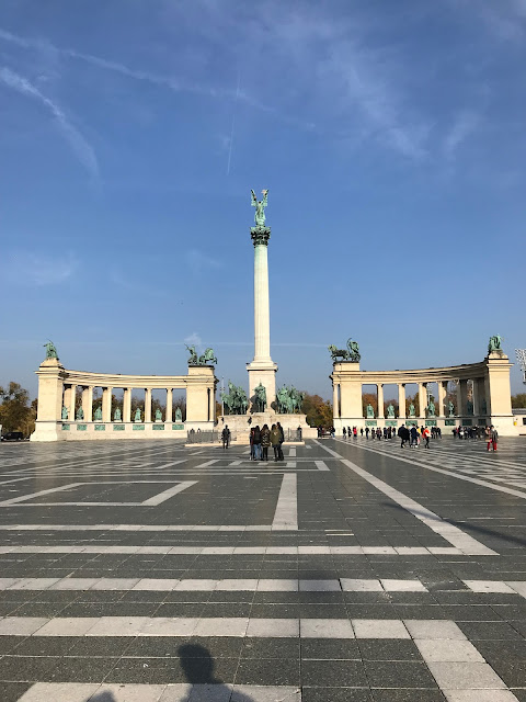 budapest things to do - sightseeing statues