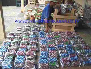 proses packing produk lakeisha souvenir