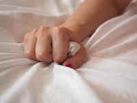 Bolehkah Melampiaskan Syahwat dengan Menghisap Farji Istrinya