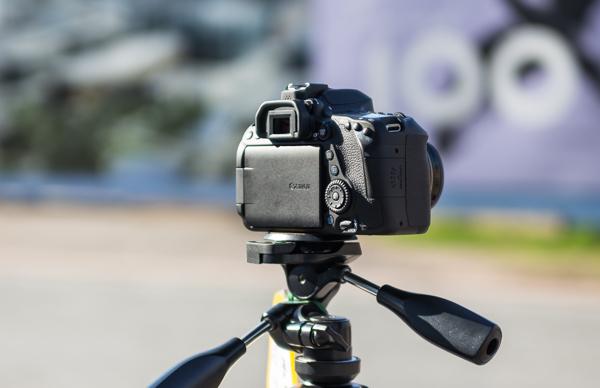 canon 80d kamera kääntyvä näyttö kroppikenno_