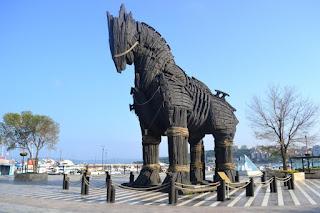 Kuda Troya: Solusi Pemenangan 10 Tahun Perang dalam 1 Malam
