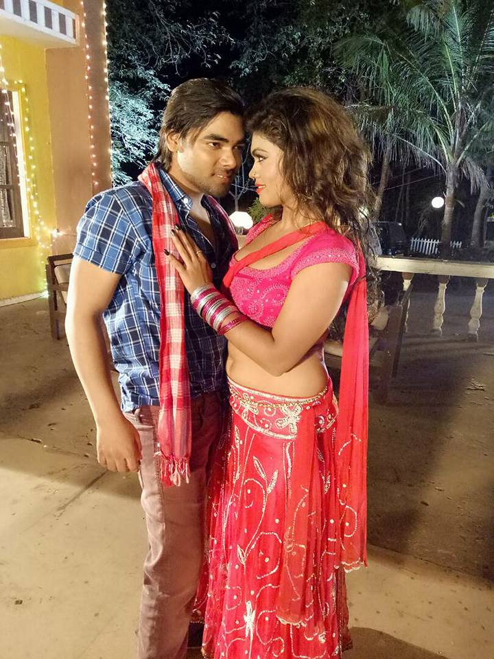 Nisha Dubey and Vishal Singh Shooting stills of Bhojpuri Movie Gadar 2